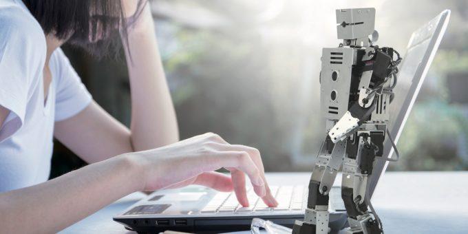 世界初ROSロボット教材「TOMOT🄬-Aro1」